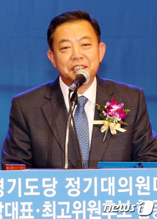[사진]새정치연합 경기도당 위원장에 선출된 이찬열 의원