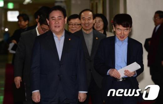 [사진]靑·내각, 정책조정 위한 휴일 회의
