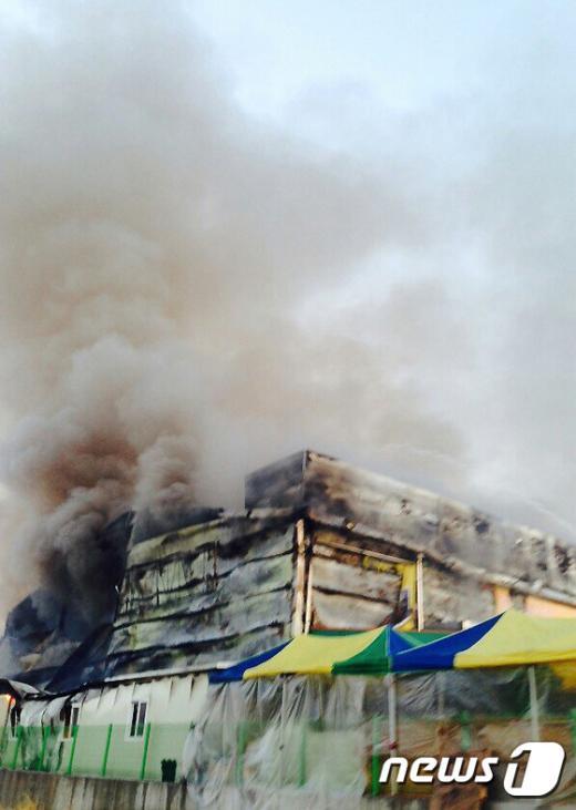 """[사진]양주 마트에서 여성 분신, """"펑하는 폭발음 났다"""""""
