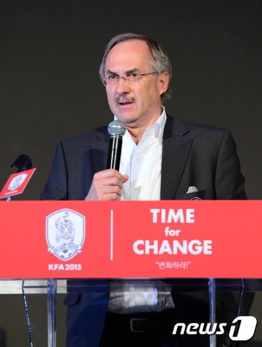 [사진]슈틸리케 감독 '선수들이 자랑스럽다'