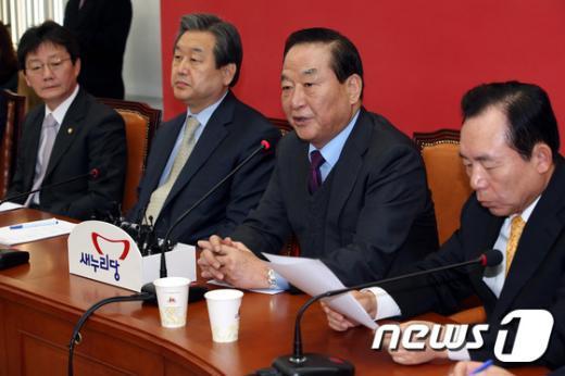 [사진]최고위회의 발언하는 서청원