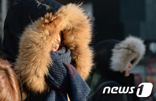 [사진]'햇살이 비춰도 추워요'