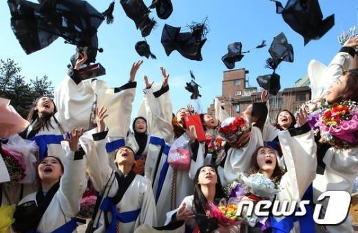 [사진]'우리 졸업했어요~'