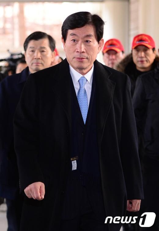 [사진]원세훈 '대선개입 의혹 항소심 법정으로'
