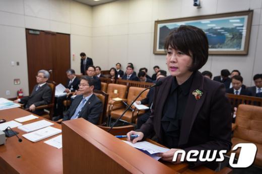 [사진]업무보고하는 정옥임 북한이탈주민지원재단 이사장