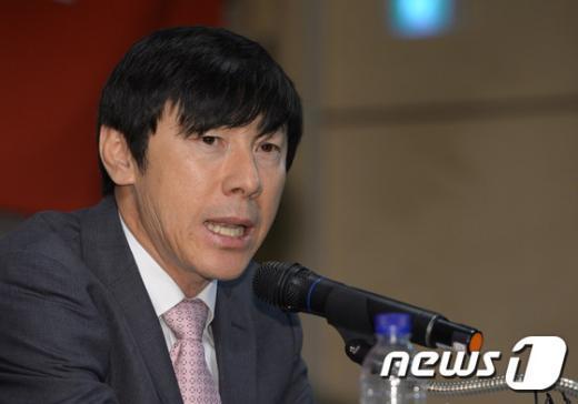 [사진]신태용 감독 '즐겁고 신나는 축구할 것'