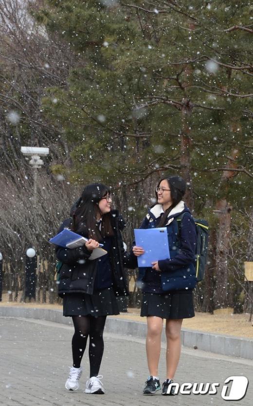 [사진]눈발 날리는 도심