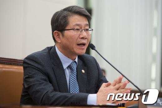 [사진]외통위 답변하는 류길재 장관