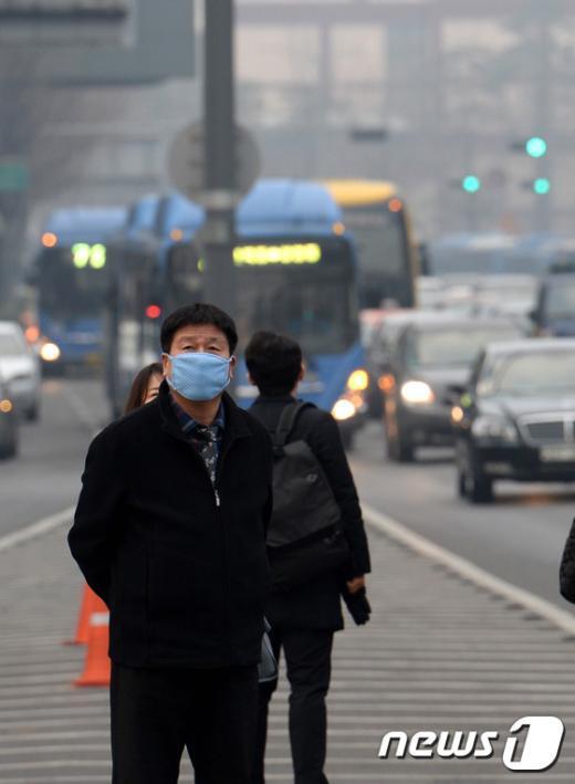 [사진]미세먼지로 뿌연 출근길