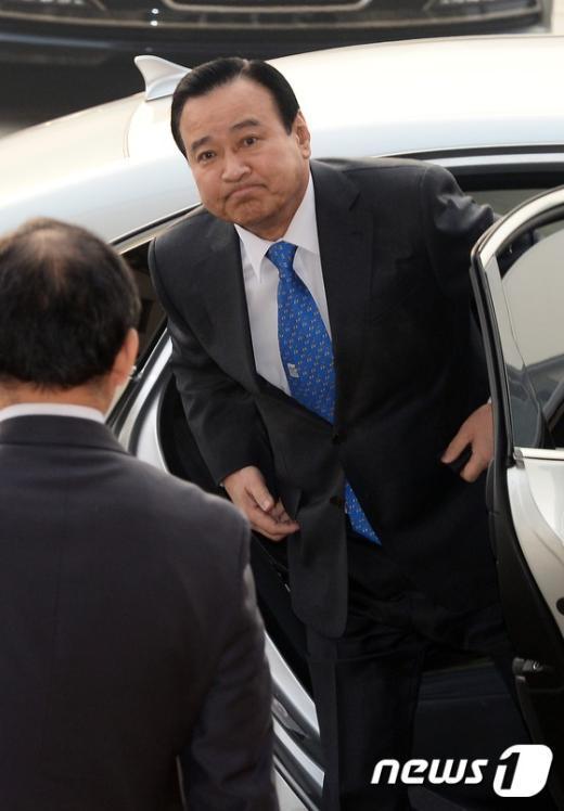 [사진]국회 도착하는 이완구 총리 후보자