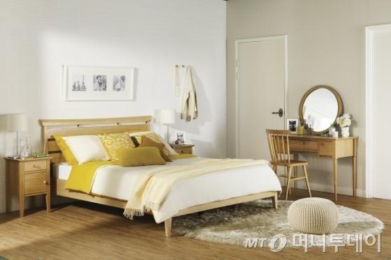 한샘이 11일 제안하는 올 봄 신혼 부부의 집꾸밈 아이디어 중 '살림의 즐거움'을 테마로 한 '내츄럴' 침실 인테리어/사진제공=한샘