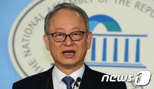 [사진]이부영 새정치민주연합 상임고문 정계 은퇴