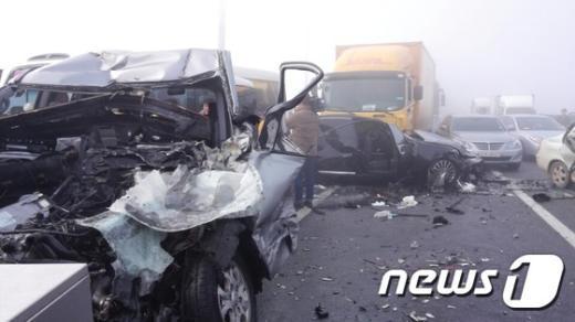 [사진]영종대교 추돌사고, 106 추돌에 2명 사망