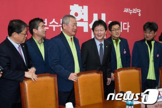 [사진]유승민 '공무원연금 개혁을 위해'