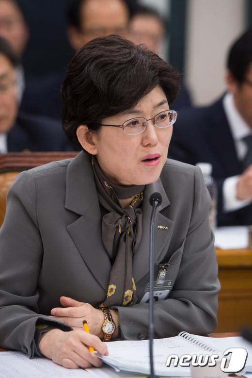 [사진]답변하는 최연혜 한국철도공사 사장