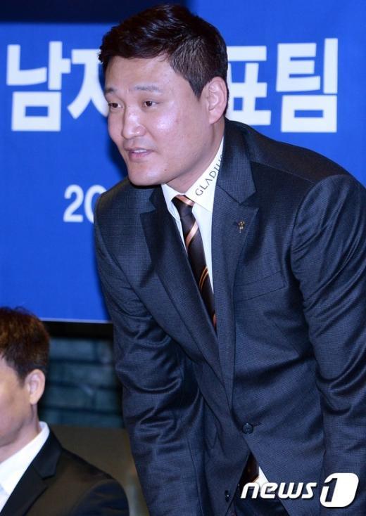 [사진]윤경신 남자대표팀 신임감독 취임 기자회견