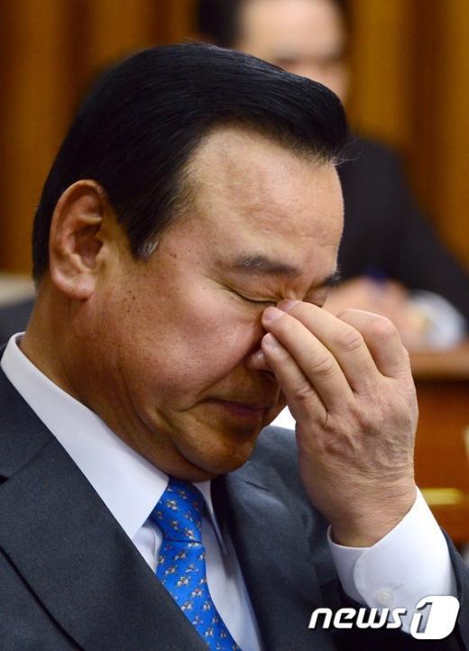 [사진]곤혹스러운 이완구 총리 후보자