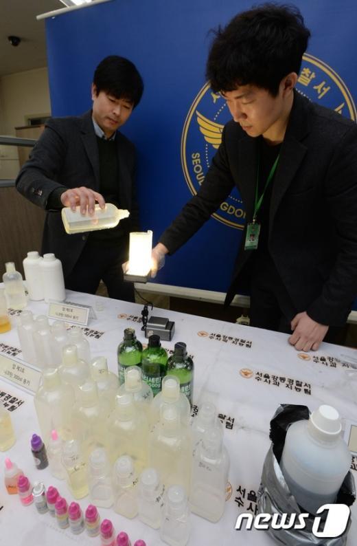 [사진]니코틴 밀수해 전자담배 용액 배합·판매 일당 검거