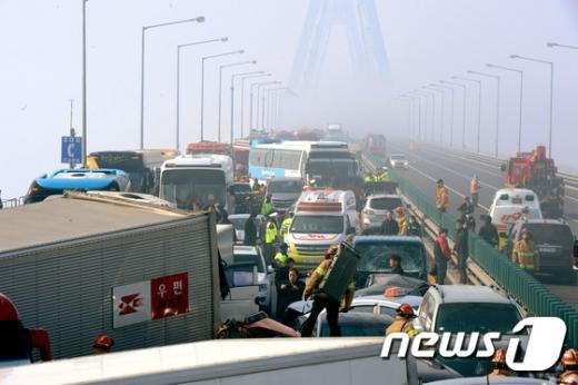 [사진]106중 추돌사고 발생한 인천 영종대교 현장