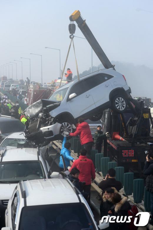 [사진]처참하게 일그러진 사고차량