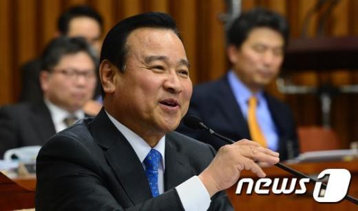 [사진]밝은 표정의 이완구 총리 후보자