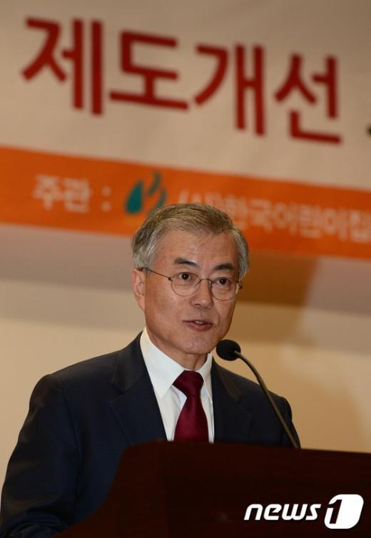 [사진]축사하는 문재인 대표