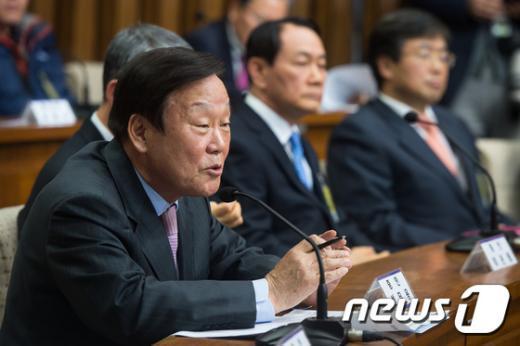 [사진]이완구 청문회 증인출석한 성무용 전 천안시장