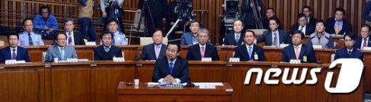 [사진]이완구 총리 후보자와 청문회 증인들