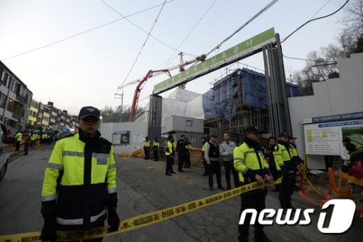 [사진]사당종합체육관 공사현장 천정 무너져 11명 매몰