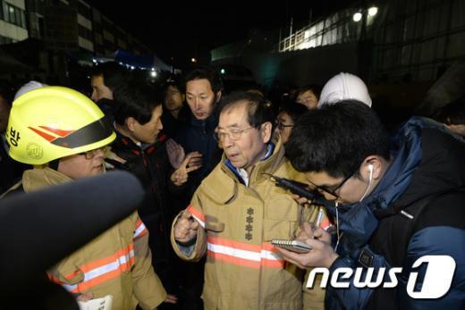[사진]사당종합체육관 사고현장 찾은 박원순 시장