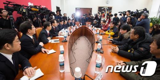 [사진]세월호 유가족 만난 새누리당 원내지도부