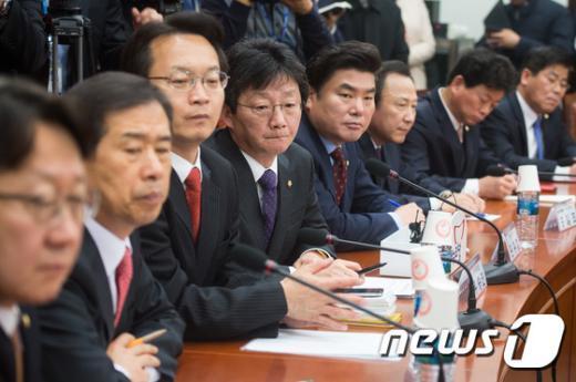 [사진]세월호 유가족 의견 듣는 새누리당 원내지도부