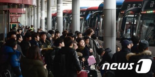 [사진]고향 갈 준비하는 시민들