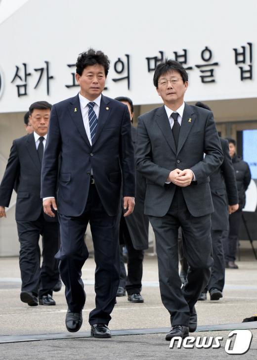 [사진]세월호 희생자 조문 마친 유승민 원내대표