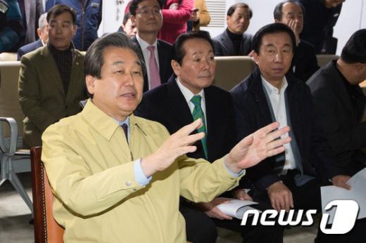 [사진]도로공사 스마트 교통센터 방문한 김무성 대표