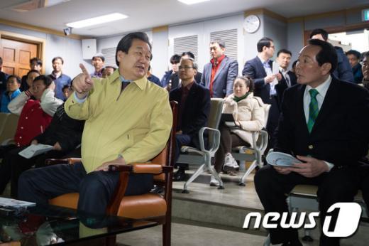 [사진]김무성 새누리당 대표, 설 연휴 교통상황 점검