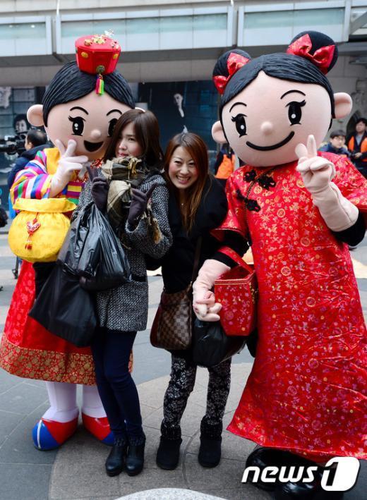 [사진]춘절 맞아 한국 찾은 중국관광객을 환영합니다