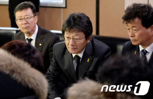 [사진]세월호 실종자 가족 만나는 유승민 원내대표