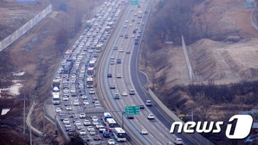 [사진]경부고속도로 '귀성정체 시작'