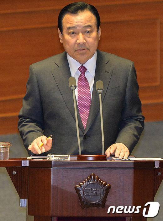 [사진]이완구 총리, 대정부질문 답변