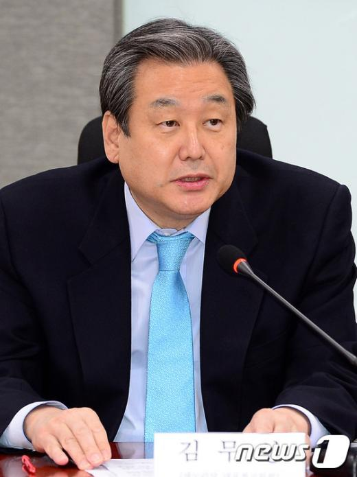 [사진]탄소 활용방안 세미나 참석한 김무성 대표