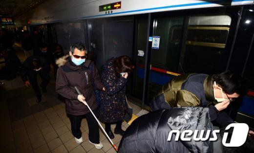 [사진]장애인도 참여한 지하철 재난대비 기관합동훈련