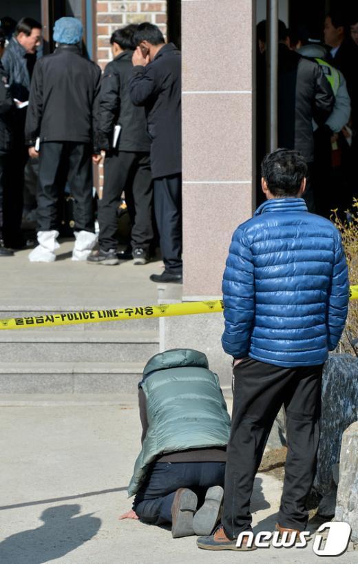 [사진]화성 엽총 사건 '주저앉은 유가족'