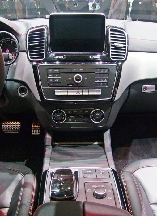 메르세데스 - 벤츠가 제네바모터쇼에 공개한 GLE450 AMG 4Matic 모델의 센터페시아/사진=윤일선 기자
