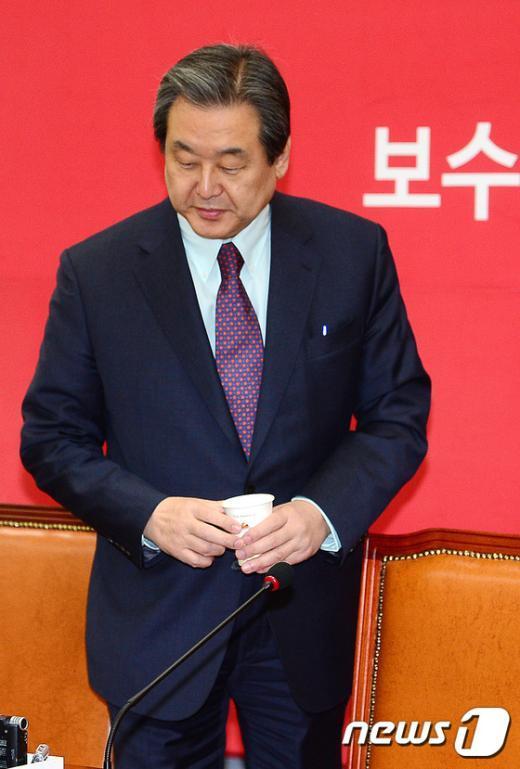 [사진]최고중진연석회의 참석하는 김무성 대표