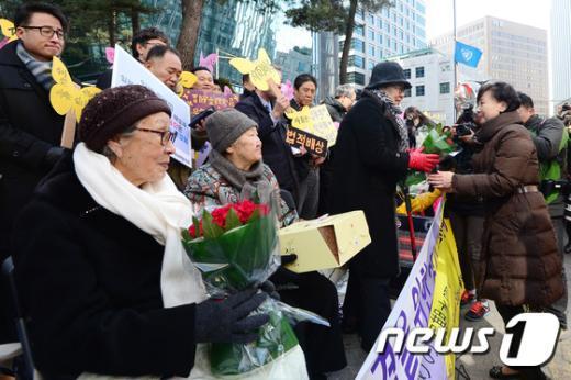 [사진]'장미보다 아름다운 할머니께'