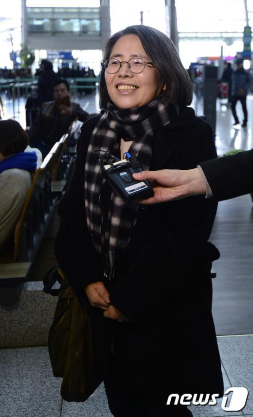 [사진]취재진의 질문에 답하는 김영란 전 국민권익위원장