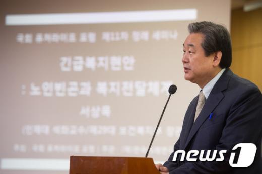 [사진]김무성 '노인복지 관심을'