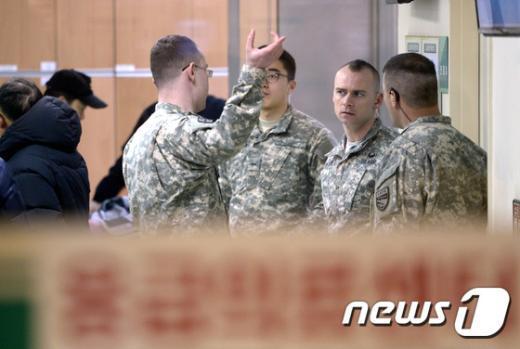 [사진]마크 리퍼트 美 대사 피습, 응급실 지키는 미군