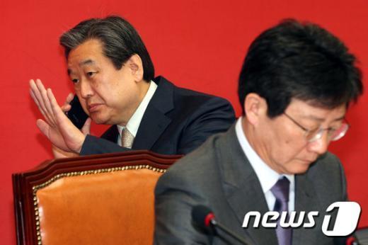 [사진]김무성 '심각한 표정으로'